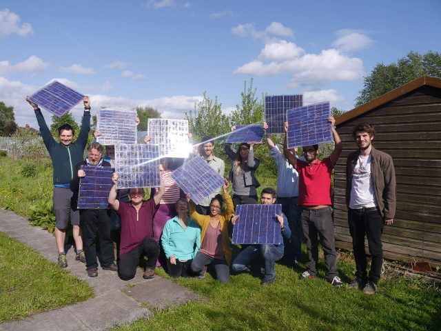 Community Solar or Rooftop Solar: Which One is Better? 1